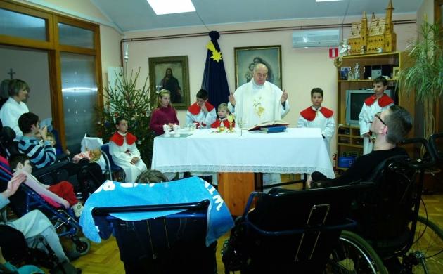 Za vrijeme služenja svete mise u domu