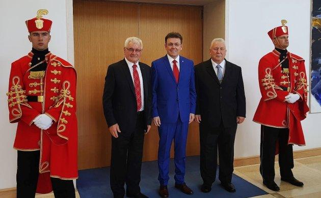 Fotografija iz predsjedničkih dvora – Đuro Horvat i Antun Marodi u društvu predsjednika HGK-a Luke Burilovića, koji je također odlikovan