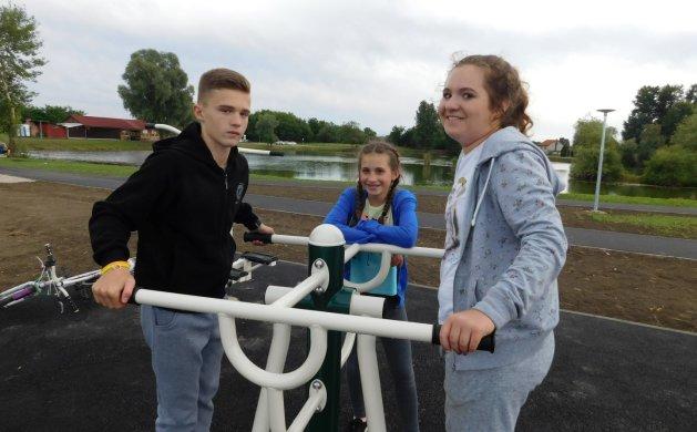 Mladi su sami brzo krenuli isprobati fitnes, na slici su Mihael, Stefani i Julija