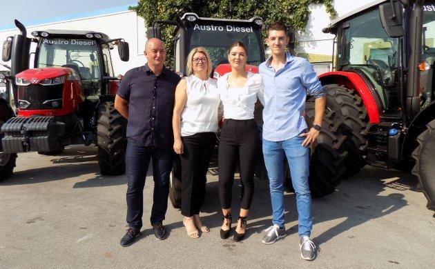 Kristijan i Tamara Hrelja s kćeri Petrom i sinom Hrvojem